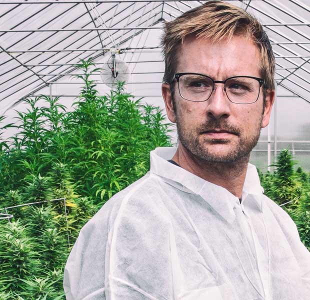 at_work_cannabis_worker_marijuana_grow_minnesota_1_2